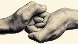 atmtightly-clasped-hands-in-monochrome-640.jpg__640x360_q85_crop_subsampling-2